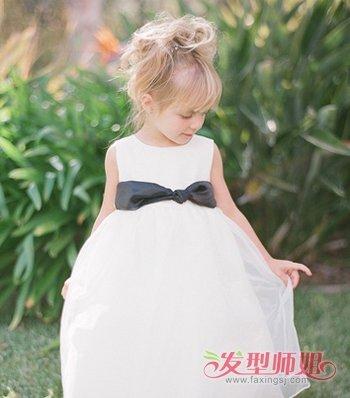 短发小女孩齐刘海蓬松扎发发型-孩子头发短怎么扎小辫子 怎么给短头图片
