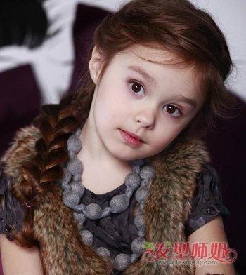 发型设计 儿童发型 >> 11岁女孩长头发怎样扎好看 小女孩长头发简单扎