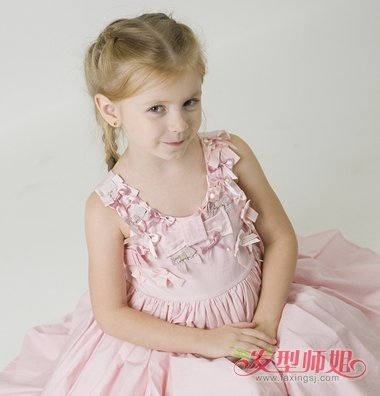 发型设计 儿童发型 >> 女童长头发扎法 女孩长头发如何扎好看(2)  201