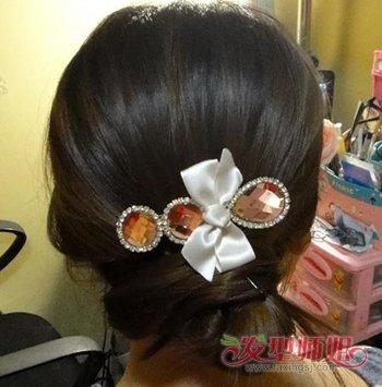 发量少的长发盘头发的方法图解 头发少最简单中长发盘发发型(4)