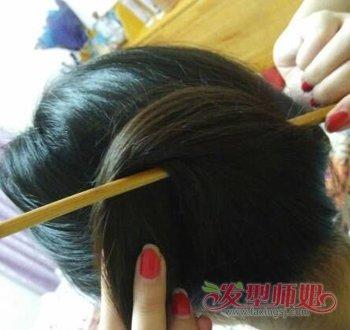 中年女性长发简单盘发发型 中年长发女人的扎法教程(2图片