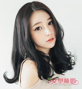 中分黑色中长发发型-女生长发黑色内扣图片 黑色长发发尾内扣的图片 图片