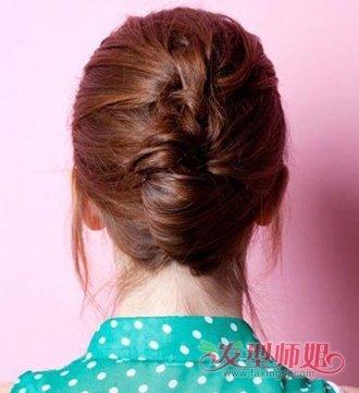 发型diy 盘发 >> 过肩长发弄什么发型好看 披肩长发盘头发的简易方法图片