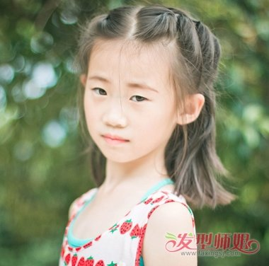 儿童发型 >> 短头发怎么梳小辫 宝宝头发短怎样梳小辫过程  白皙可爱