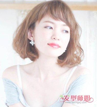 女生脸大该适合什么短发(2)  2017-12-04 08:19来源:发型师姐编辑:jan