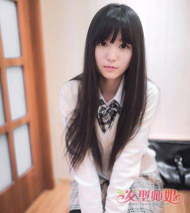 大脸女生斜刘海黑长直发发型图片
