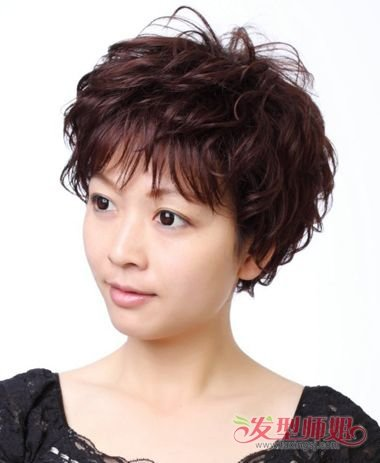 中老年妇女烫头发型图片 2018中短发烫发发型图片