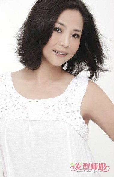 冯小刚新片《芳华》开机 女主角苗苗的发型图片