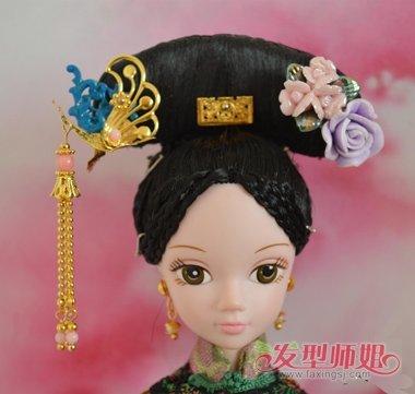 从前到后编扎了起来,其余的头发是整体梳盘的造型设计,芭比娃娃的设计图片