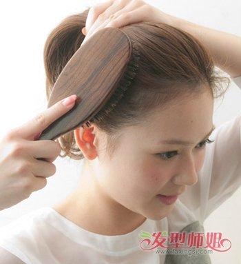 40岁女人还可以扎丸子头吗 蓬松丸子头扎法图解图片