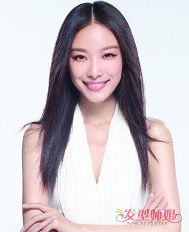 2018女中分直发发型图片 黑色中分清新发型(4)