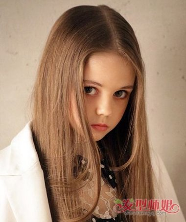 中分直发发型怎么弄好看 幼儿中分发型及梳发过程图片