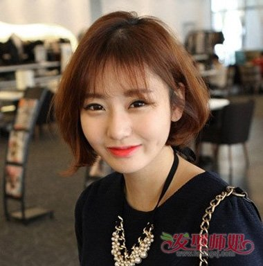 发型图片2018女  空气般的刘海,呈现出了韩式短发的柔美漂亮感,中分头图片