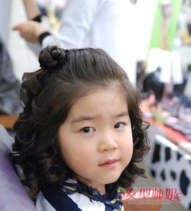 怎么样扎小女孩9岁可爱公主头发 儿童公主短头发的扎法(4)图片