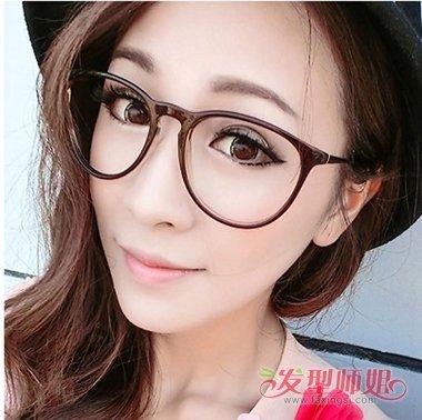 2018年夏天流行的发型 黑框眼镜女生夏季发型图片