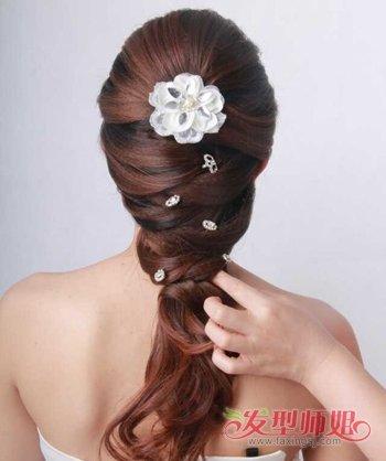 头发长结婚如何盘好看 婚礼盘头发简单步骤(3)图片