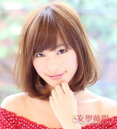 大学生斜刘海齐肩内扣发型图片