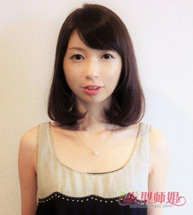 女生斜刘海栗紫色内扣发型图片