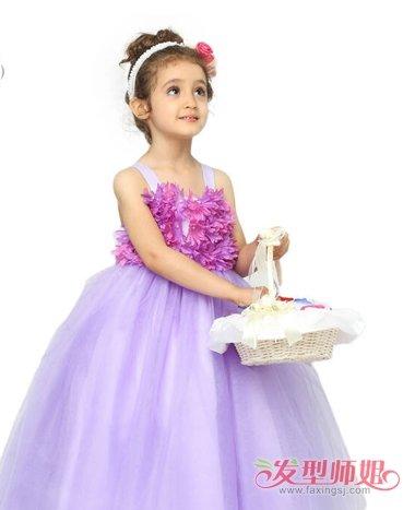 配公主裙的青少年女孩发型 大童公主美丽发型图片