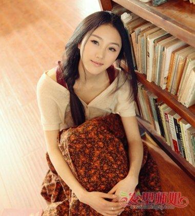 女学生中分刘海侧编发发型图片