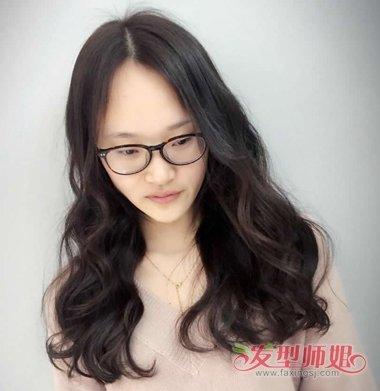 近视眼女生戴眼镜中分发型图片 中分的发型带什么眼镜图片