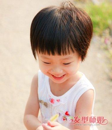 儿童发型要以简单为主的,梳碎发刘海烫 短发发型,将脑后的头发梳成靠图片