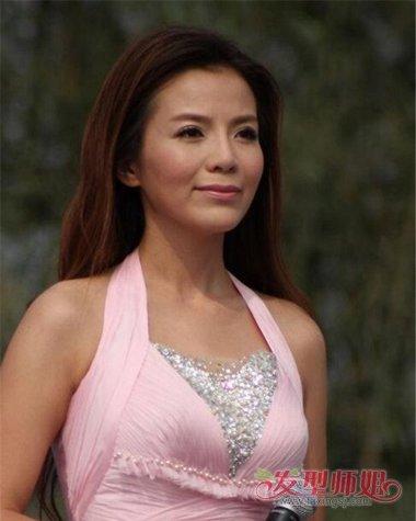 发型设计 卷发 >> 她是央视大胆女主持人 励志姐朱迅的时尚卷发造型(4