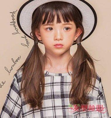 齐刘海双扎马尾辫发型图片