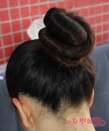 发型设计 盘发 >> 怎样盘一个简洁大方的头型 老年盘头型好看大方怎么图片
