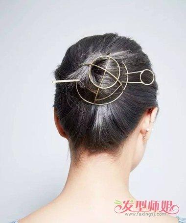发型设计 盘发 >> 怎样盘一个简洁大方的头型 老年盘头型好看大方怎图片