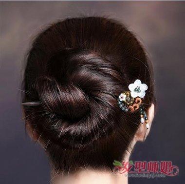 发型diy 盘发 >> 自己能做的简单挽发 用簪子挽发髻的方法图解  再图片