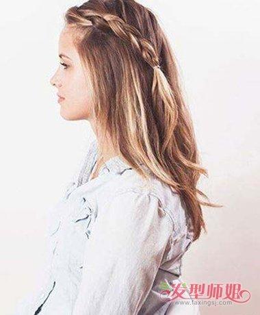 看上去像是用两个小辫子就搞定了所有剩余发丝的发型,女生瀑布辫扎