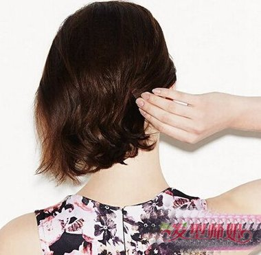 最新最潮的短发盘头方式步骤 女生最潮中短发盘发图片
