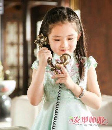 遇见你乐童发型 王亭文乖巧小学生扎发  2017-03-23来源:发型师姐编辑