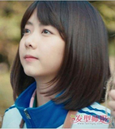 流行发型 刘海 >> 谭松韵最好的我们梳齐刘海 呆萌学生妹必备清纯齐肩图片