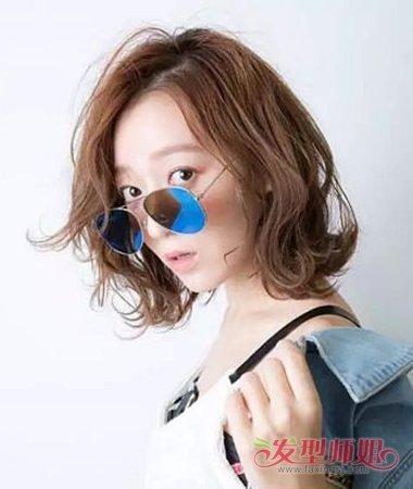 中老年妇女时尚反翘发型 中年人时尚发型造型图片(3)图片