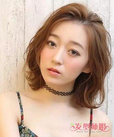 中老年妇女时尚反翘发型 中年人时尚发型造型图片(2)图片