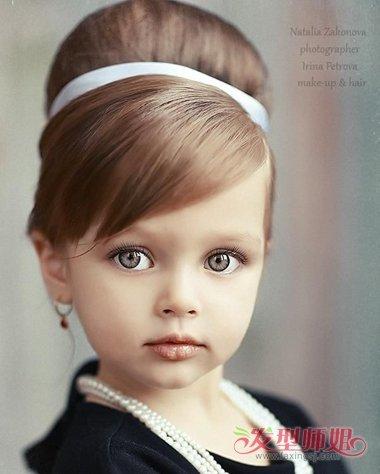 发型设计 儿童发型 >> 小孩夏天发型的盘法 夏天怎么给小孩盘头发  小
