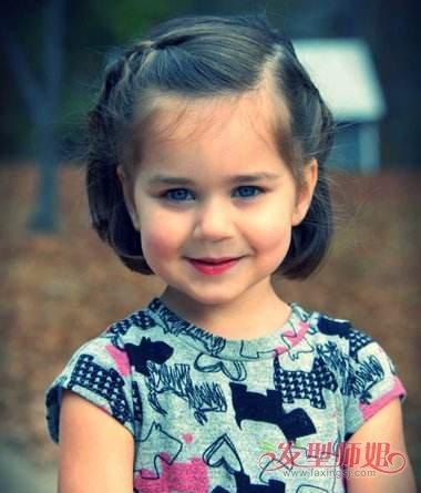 发型设计 儿童发型 >> 齐耳短发如何编辫子 女宝宝齐耳短发扎辫子方法图片