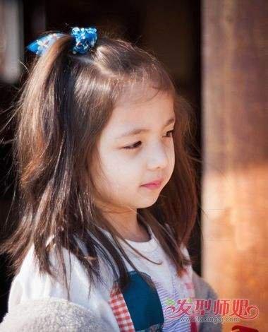 小女孩扎发顶齐肩发发型图片