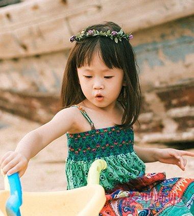 有头帘的小孩梳什么发型好看简单 女孩齐头帘发型(3)图片