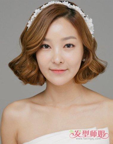 两边的发尾是做着比较平坦的设计,有着2018年韩国女生最流行的发型