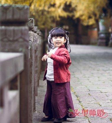 小女孩齐刘海双扎图片