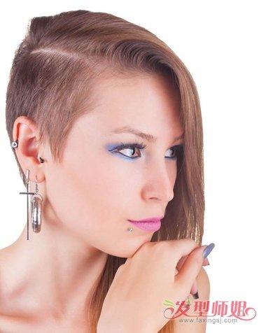 女生剃鬓角的个性长发发型,将脸颊侧边的头发梳的柔顺一些,发根头发图片