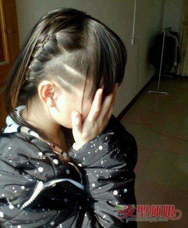 女生剃鬓角后梳齐肩发发型图片