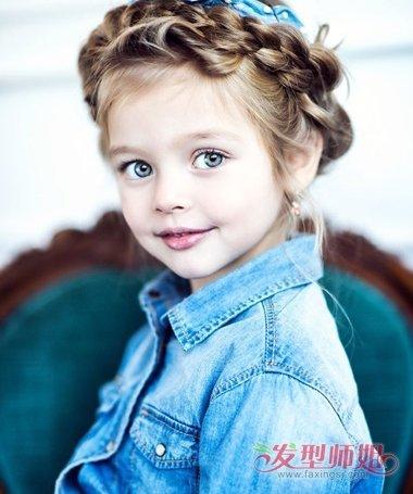用编发和盘发制作的发型,梳哪种发型更适合小女孩呢?