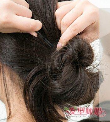 发型diy 长发扎发 >> 头发少怎样把头发挽起来好看 中长发挽发简单图片
