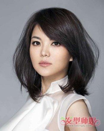 20来源:发型师姐编辑:aainforest 分享到  圆脸中年女士打造气质年轻图片