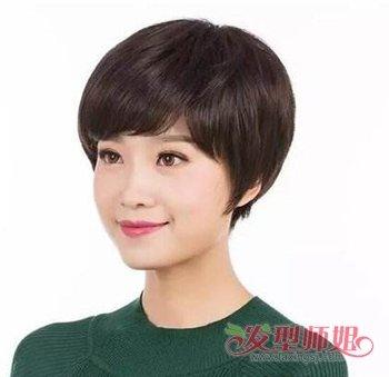 发型设计 中年发型 >> 50女人留啥发型显年轻 女人50岁显年轻发型(4)图片