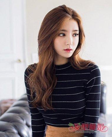 2018-01-29 08:20来源:发型师姐编辑:aainforest 分享到  女生的长发